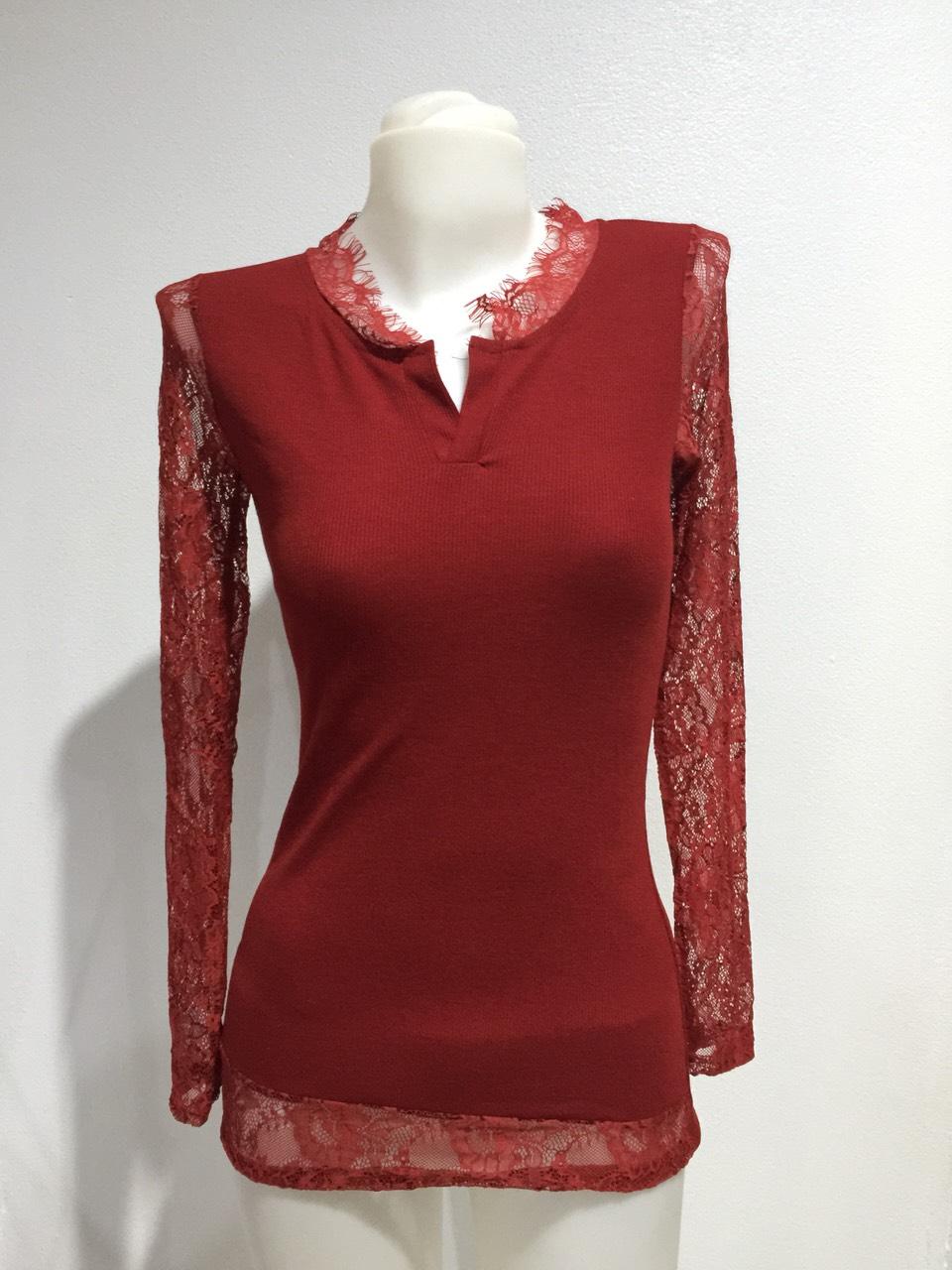 (SALE) เสื้อแฟชั่น แขนยาว คอวี แต่งลูกไม้ สีแดง