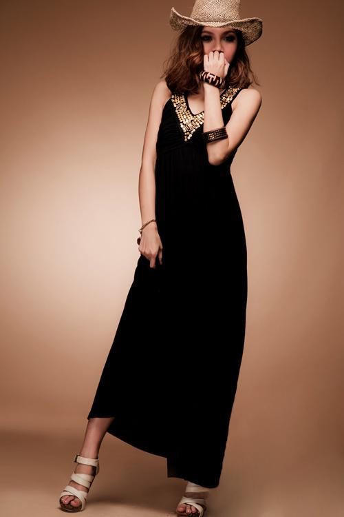 Maxi dressสีดำ แต่งทองที่คอสวยๆ