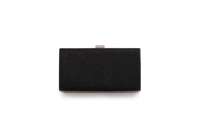 กระเป๋าถือออกงานสีดำ ทรงสี่เหลี่ยม มีสายสะพาย