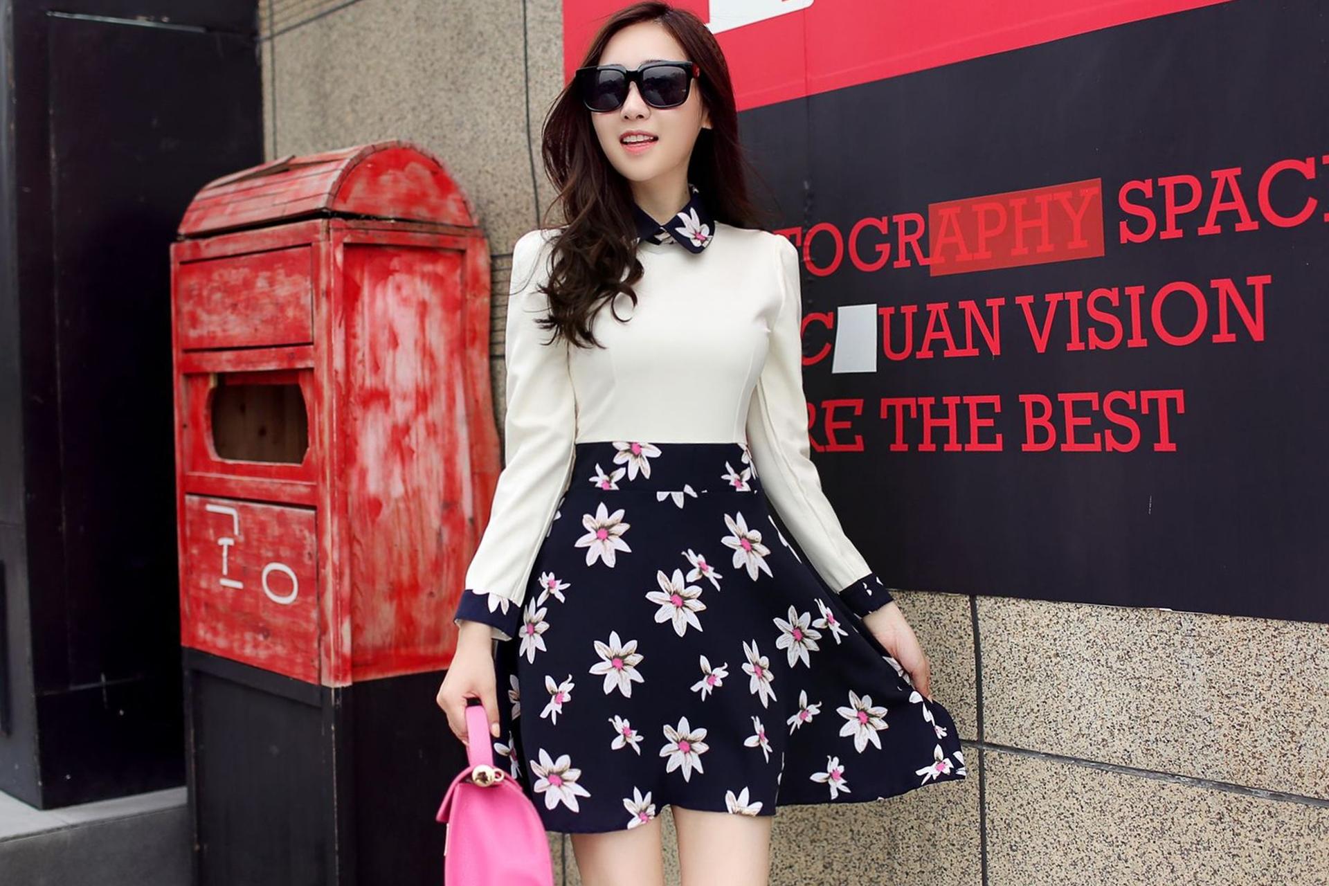 ชุดเดรสสั้นลายดอกไม้ โทนสีครีม-กรมท่า คอปก แขนยาว สวยหวาน น่ารักๆสไตล์เกาหลี