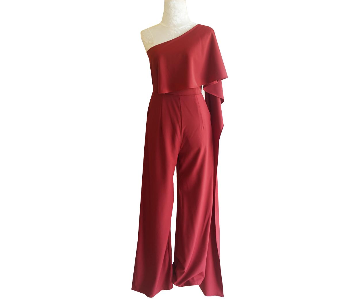 ชุดจั๊มสูทกางเกงขายาวสีแดง ไหล่เฉียงสไบข้าง : สินค้าพร้อมส่ง S M L