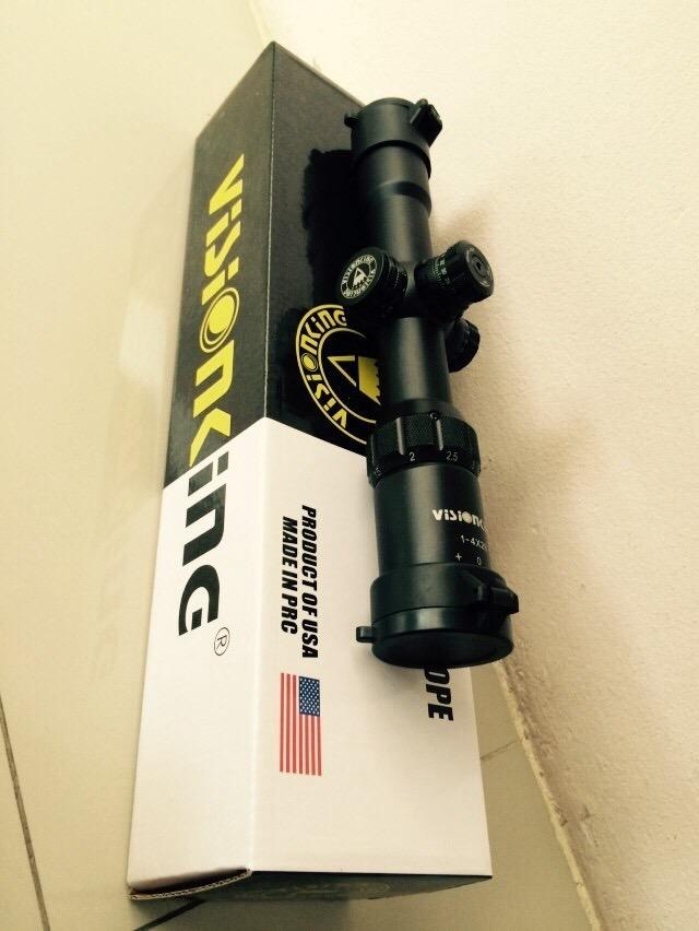 New.Visionking 1-4x28 เป็นสโคบยิงเร็วรุ่นใหม่จากโรงงานวิชั่นคิง คอท่อขนาด30มิล ปรับนอกมีแหวนล็อคปุ่มปรับ เส้นใยเป็นมิลด๊อด ทนแรงรีคอยสูง. ราคาพิเศษ
