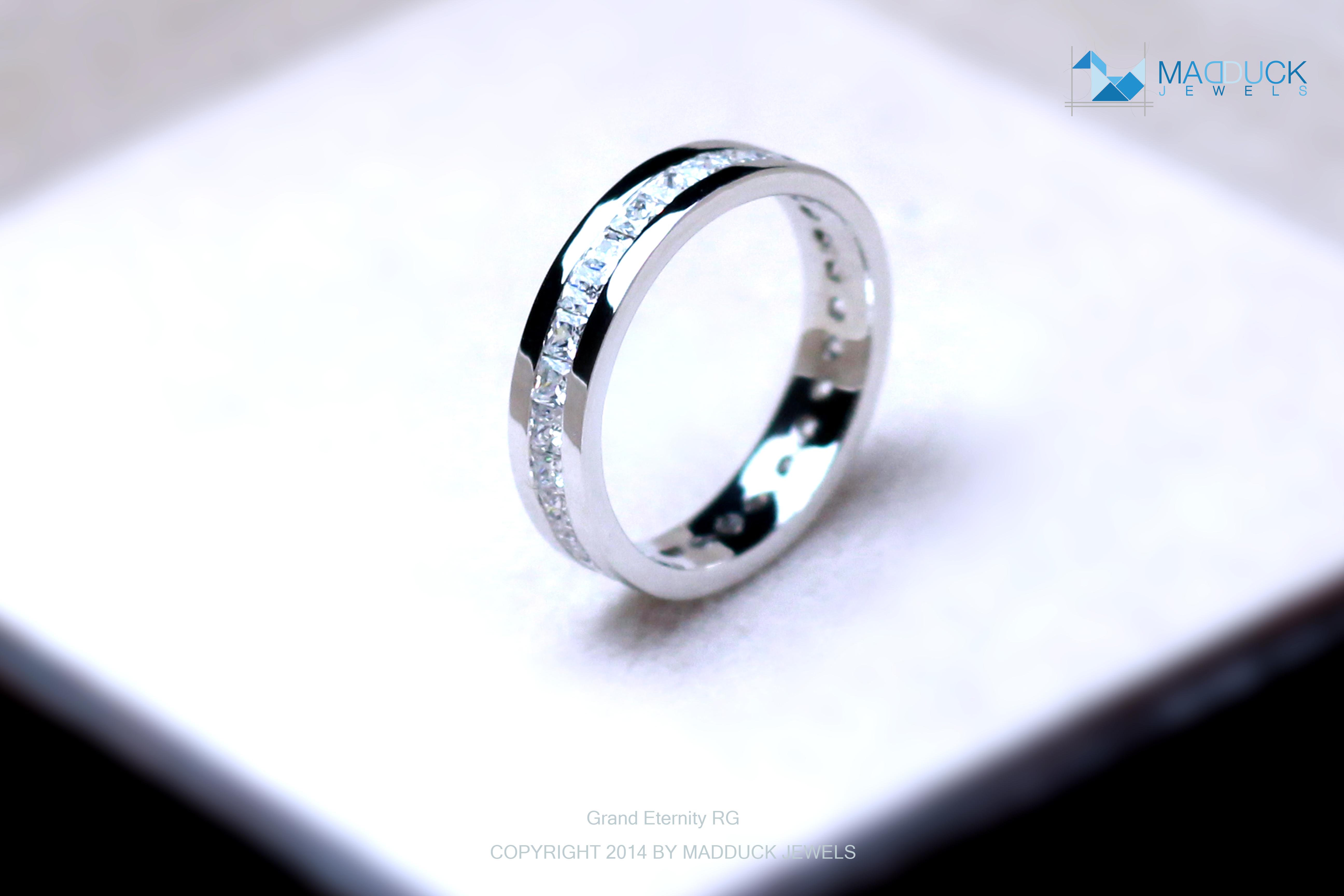 แหวนเงินแท้ เพชรสังเคราะห์ ชุบทองคำขาว รุ่น RG1429 Grand Eternity