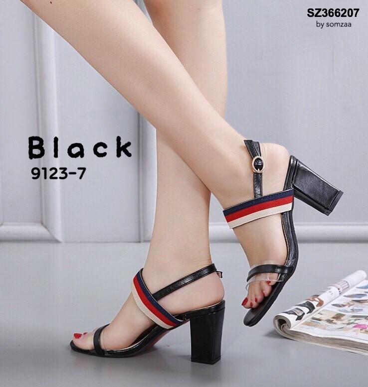 รองเท้าส้นตันรัดส้นสีดำ ทรง Maxi สายคาดยางยืด (สีดำ )