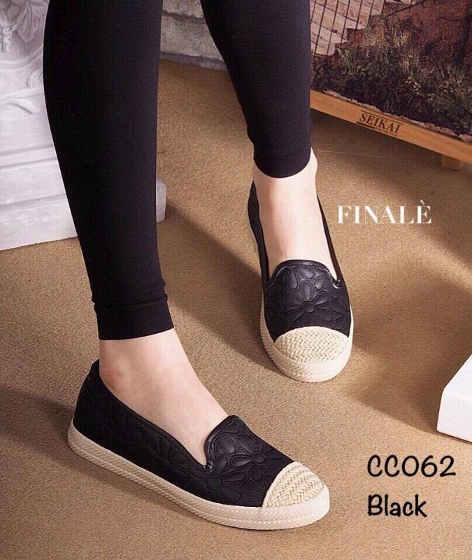 รองเท้าผ้าใบแฟชั่นสีดำพิมพ์ลายดอกไม้ แต่งงานถักเก๋ๆ (สีดำ )