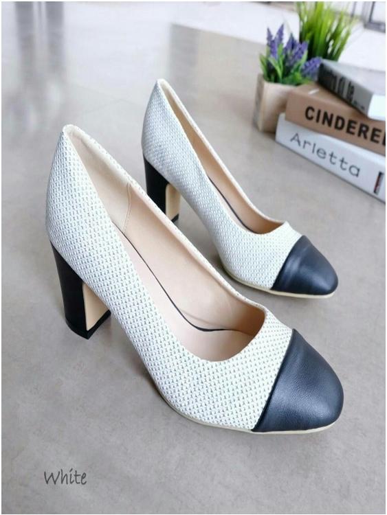 รองเท้าคัชชู งานส้นเหลี่ยม (สีขาว)