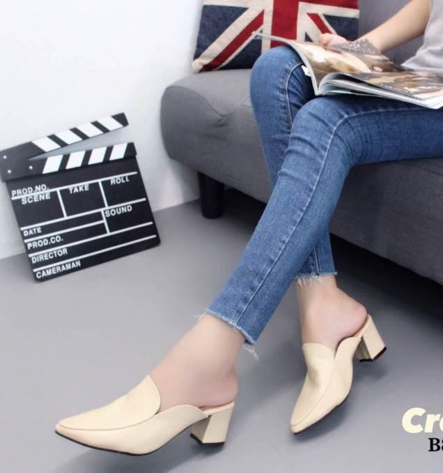 รองเท้าส้นตันหัวแหลมสีครีม เปิดส้น หนังนิ่ม น้ำหนักเบา (สีครีม )