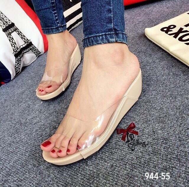รองเท้าส้นเตารีดเปิดส้นสีครีม สไตล์ลำลอง พียูใสนิ่มไม่บาดเท้า (สีครีม )