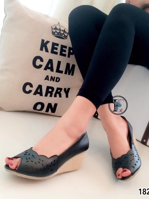 รองเท้าคัทชูส้นเตารีด เปิดหน้า หนังเฉลุ (สีดำ )