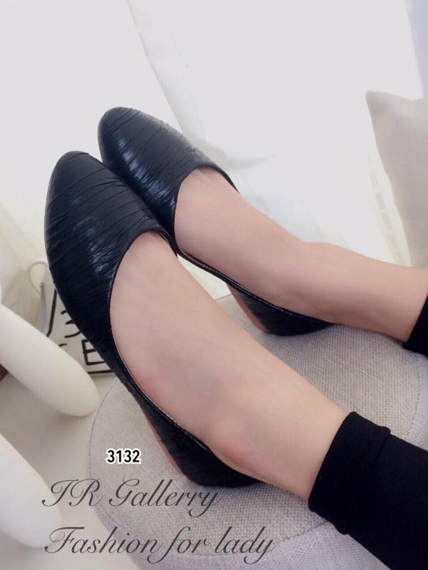 รองเท้าคัทชูส้นแบน หัวแหลม หนังวิ้งๆ (สีดำ )