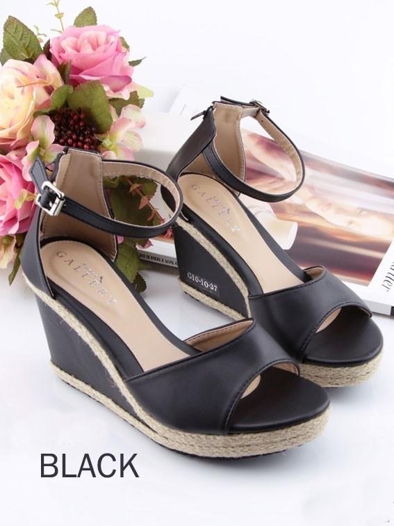 รองเท้าส้นเตารีดรัดข้อ (สีดำ)