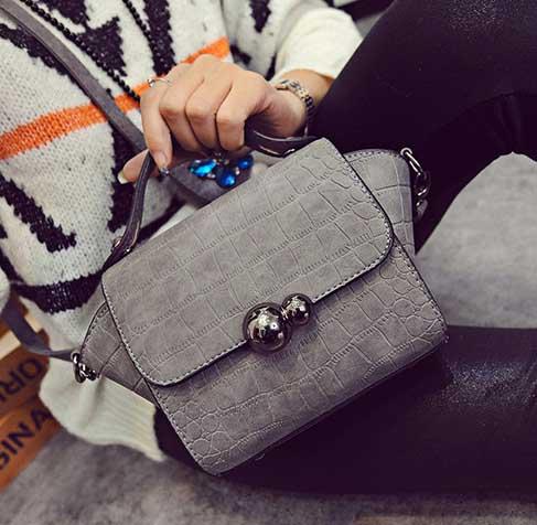 พร้อมส่งกระเป๋าถือและสะพายข้าง ผู้หญิง ลายหนังจระเข้ทรงปีกข้าง แฟชั่นเกาหลี Fashion รหัส NA-580 สีเทา
