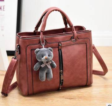 ขายส่งกระเป๋าผู้หญิงถือและสะพายข้าง แฟชั่นสไตล์เกาหลี รหัส KO-866 สีชมพูกะปิ *แถมตุ๊กตาหมี