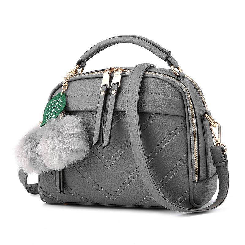 ขายส่ง กระเป๋าถือและสะพายข้าง ผู้หญิง แฟชั่นสไตล์เกาหลี รหัส KO-567 สีเทาเข้ม *แถมพู่เชอรี่