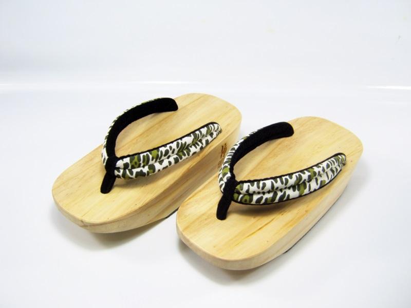 Fit Geta-09 รองเท้าเกี๊ยะไม้ธรรมชาติ ลายขาวเขียว