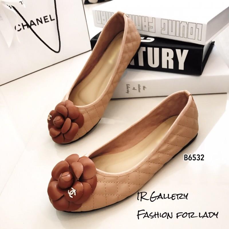 พร้อมส่ง รองเท้าคัทชูส้นแบน แต่งอะไหลดอกคามิลเลีย StyleChanel แฟชั่นเกาหลี [สีน้ำตาล ]