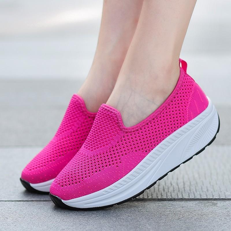พร้อมส่ง รองเท้าผ้าใบเสริมส้นสีแดง พื้นสุขภาพ มีรูระบายอากาศ แฟชั่นเกาหลี [สีแดง ]