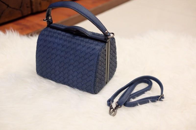 กระเป๋าสะพายแฟชั่น กระเป๋าสะพายข้างผู้หญิง หนังลายสาน ขนาดกระทัดรัด [สีกรม ]