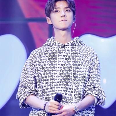 เสื้อฮู้ดแจ็คเก็ตแขนยาว EXO พิมพ์ลายอักษรทั้งตัว แต่งขอบ