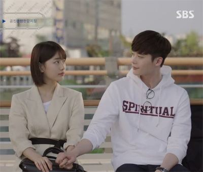 เสื้อฮู้ดแจ็คเก็ตสีขาว Lee Jong Suk พิมพ์ลายด้านหน้า