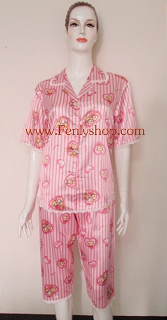 ชุดนอนกางเกงขาสามส่วนผ้าซาติน ขนาดฟรีไซส์ แบบลายการ์ตูนน่ารัก สีชมพู รอบอกเสื้อ 40 นิ้ว