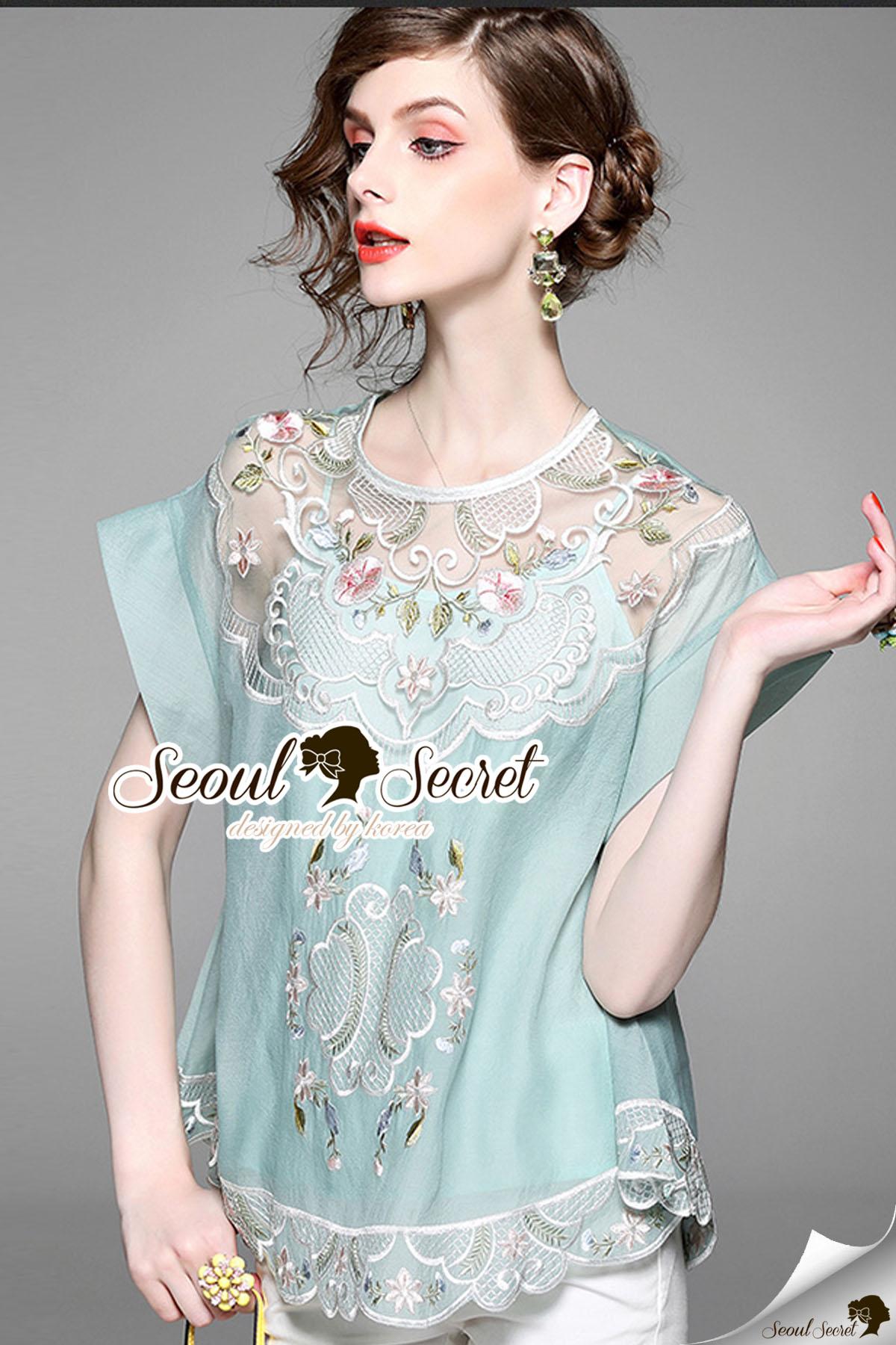 Seoul Secret Say's... Silverry Stick Perforate Blossom Blous เสื้อคอกลมสวยด้วยงานปักแต่งประดับเป็นลายดอกไม้ประดับทั้งตัว ช่วงอกเย็บแต่งด้วยผ้าซีทรู โทนสีหวานพาสเทลๆ