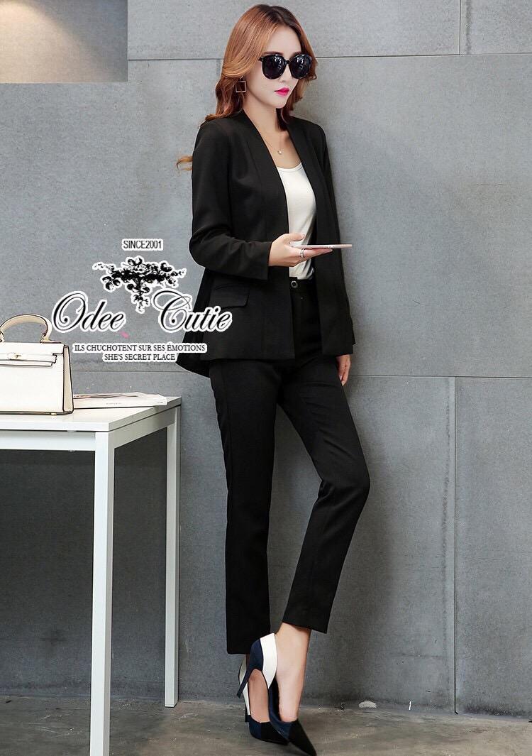 เซตเสื้อสูทกับกางเกงขายาวผ้าหางกระรอก สีดำดีผ่าข้าง2ข้าง และกระเป๋าจริงซ้าย-ขวา ส่วนกางเกงมีซิปหน้าและติดกระดุม1เม็ด ช่วงเอวด้านหลังมียางยืดค่ะ
