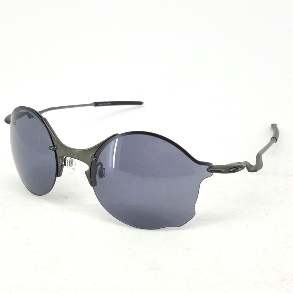 Oakley Tailend Round : Carbon / Grey Lens
