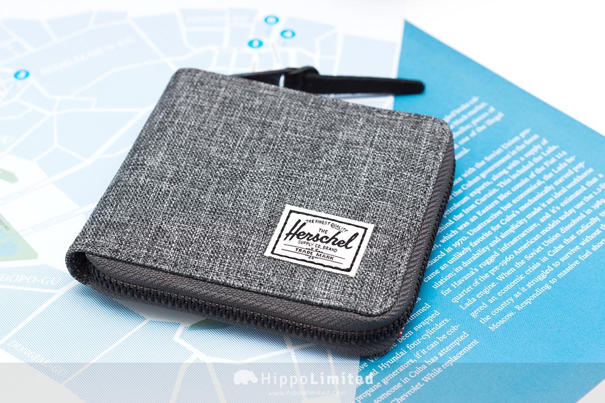 กระเป๋าสตางค์แบบซิปรอบ Herschel Walt Wallet - Raven Crosshatch สีเทาทั้งใบ