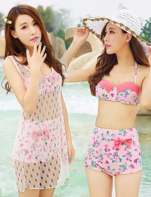 ชุดว่ายน้ำเอวสูง สีชมพูสวยลายดอกไม้ ขายพร้อมชุดคลุมตาข่าย (เซ็ต 3 ชิ้น บรา+กางเกง+ชุดคลุม)