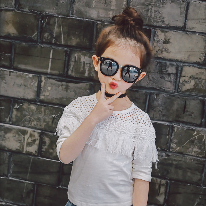 เสื้อเด็กหญิงแขนยาวสีขาว ดีเทลเก๋ๆ เรียบๆแต่ดูดี ใส่กับกางเกงหรือกระโปรง น่ารักมากๆค่ะ