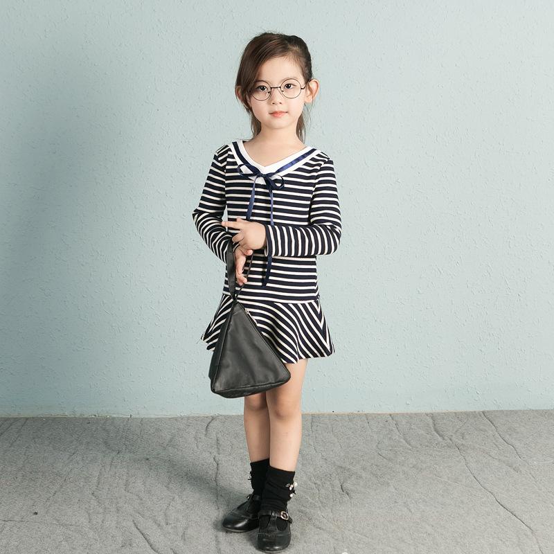 เดรสเด็กหญิงแขนยาว ลายขวางสีขาวสลับดำ แบบเก๋ๆ ใส่เที่ยวน่ารักมากมายค่ะ