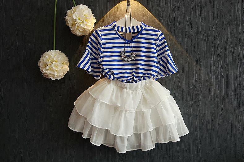 ชุดเสื้อ+กระโปรงสีขาว แต่งระบายพริ้วๆ เป็นชั้นๆ เอวยางยืด เป็นเซตที่น่ารักมากๆเลยค่ะ