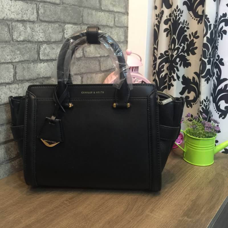 CHARLES & KEITH BOXY TRAPEZE BAG *ดำ
