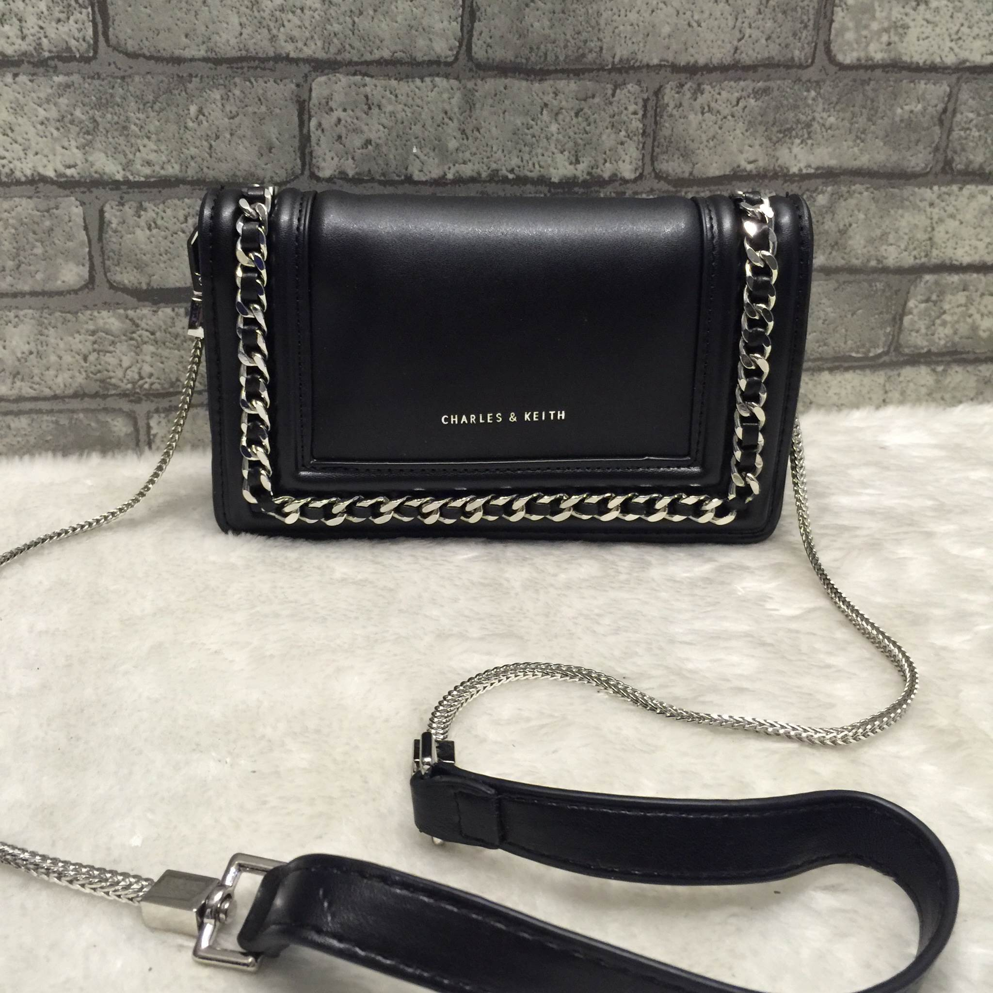 CHARLES & KEITH CHAIN DETAIL CLUTCH