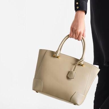 CHARLES & KEITH LARGE TOTE *สีเบจ