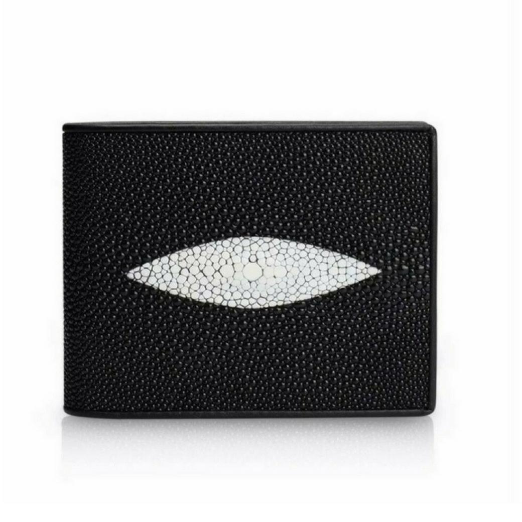 กระเป๋าสตางค์ผู้ชาย กระเป๋าใส่บัตร ผลิตจากหนังปลากระเบนแท้ 100 % เหมาะใช้เป็นของขวัญให้แก่คนที่คุณรัก