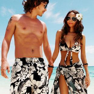 พร้อมส่ง ชุดว่ายน้ำคู่รัก ชุดว่ายน้ำบิกินี่ทูพีซ ลายดอกไม้สีขาวดำ พร้อมผ้าคลุมสวยๆ
