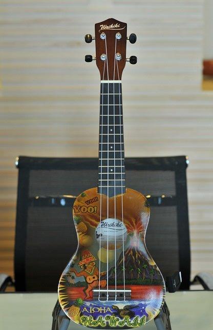 """อูคูเลเล่ Ukulele Waikiki Valcano Bass Wood สาย Aquila Soprano 21"""" ฟรีกระเป๋า"""