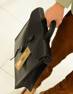 กระเป๋าถือผู้ชาย ดีไซน์ซองเอกสารแนวนอน สะพายหลัง สะพายข้าง สไตล์อังกฤษเนื้อ PU size L สีดำ