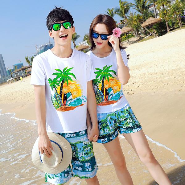 เสื้อคู่รัก ชุดคู่รักเที่ยวทะเลชาย +หญิง เสื้อยืดสีขาวลายต้นมะพร้าว กางเกงขาสั้นสีเขียว +พร้อมส่ง+