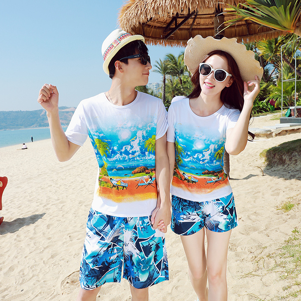 เสื้อคู่รัก ชุดคู่รักเที่ยวทะเลชาย +หญิง เสื้อยืดสีขาวลายคู่รักนอนตากแดด กางเกงขาสั้นลายแฉกโทนสีฟ้า +พร้อมส่ง+