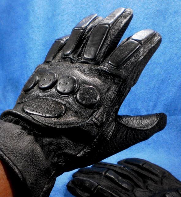 ถุงมือมอเตอร์ไซค์เต็มมือ หนังแท้สีดำ สนับรอบ