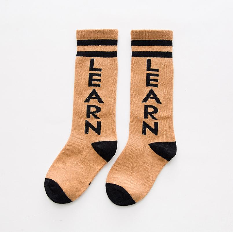 ถุงเท้ายาว สีกากี แพ็ค 10 คู่ ไซส์ M (3-5 ปี)