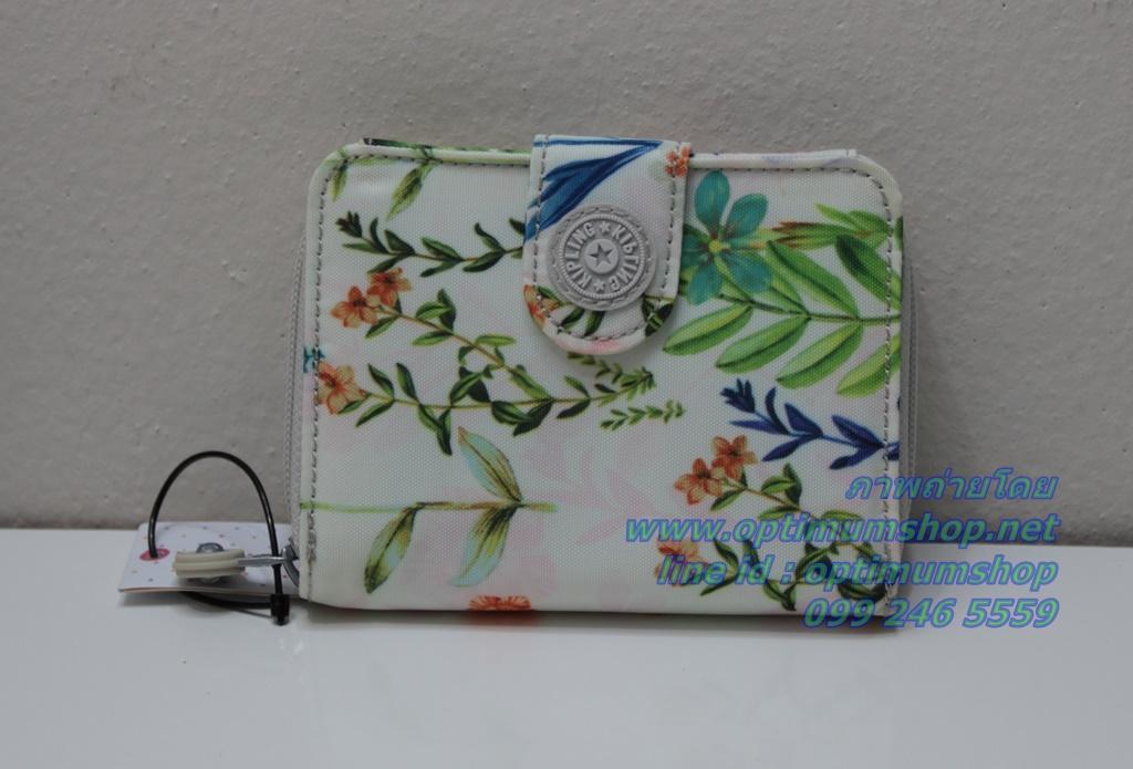 Kipling New Money Floral Dreamer เป็นกระเป๋าสตางค์ ขนาดกระชับมือ ขนาด 4 x 5.25 x 1 นิ้ว