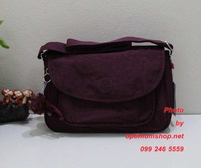 Kipling Sunita Crimson กระเป๋าสะพายขนาดกลาง ขนาด 31 L x 21 H x 14 W cm