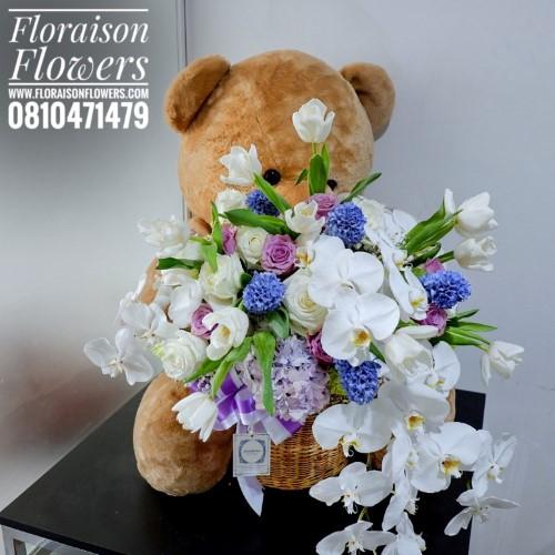 ตุ๊กตาหมี อุ้มช่อดอกไม้ (Premium)