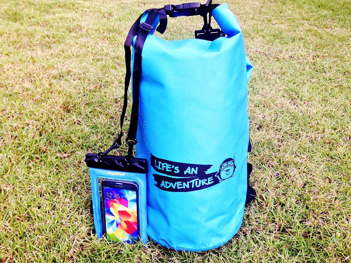 ชุด Set ซองกันน้ำมือถือใหญ่ (5.5 นิ้ว) สีฟ้า + กระเป๋ากันน้ำ Penguin Bag ขนาด 10 ลิตร