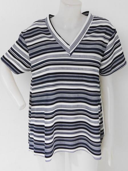 905002 ขายส่งเสื้อเสื้อยืดคอวี ผ้าเนื้อดีแบบทันสมัย สวยค่ะ เนื้อนิ่มใส่สบายมากค่ะ รอบอก 36-40 นิ้ว ใส่ได้ค่ะ ยาว 27 นิ้ว