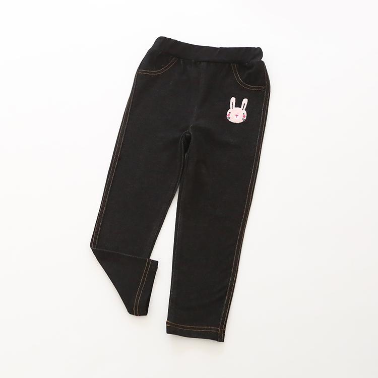 W050 : กางเกงขายาวสีดำปักลายกระต่าย